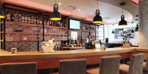 PFANDL Bar orange | PFANDL Bar mit oranger Beleuchtung